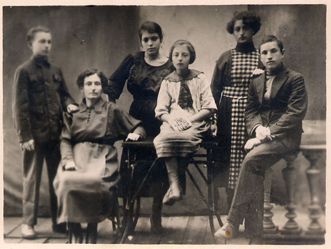 Family of Note Klionsky; he left it behind in Russia, 1918, Borisov area
